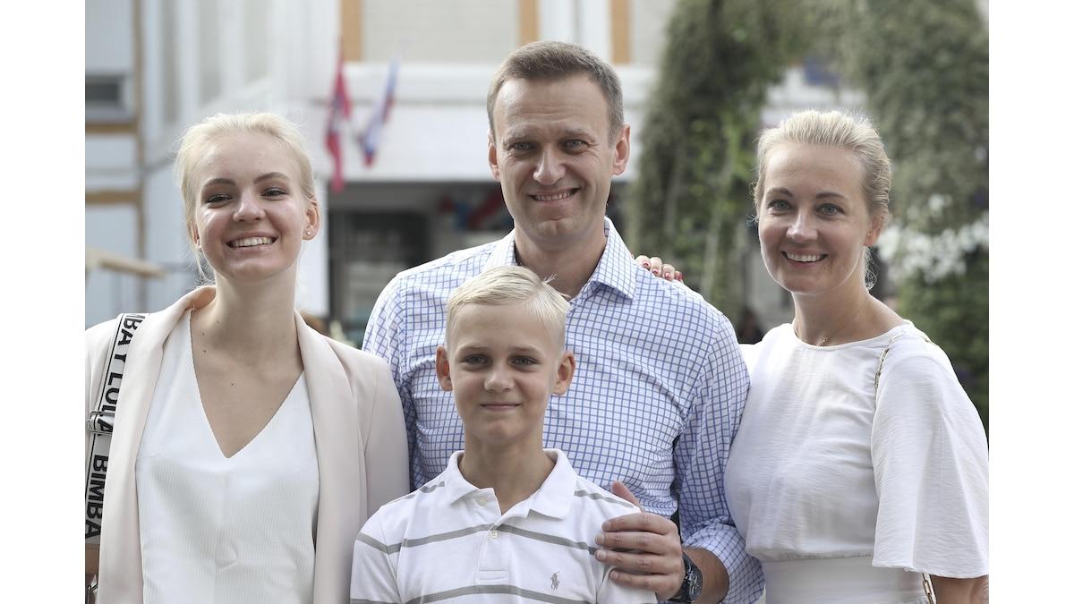 Alexej Nawalny mit seiner Frau Julia (r), Tochter Daria und Sohn Zakhar