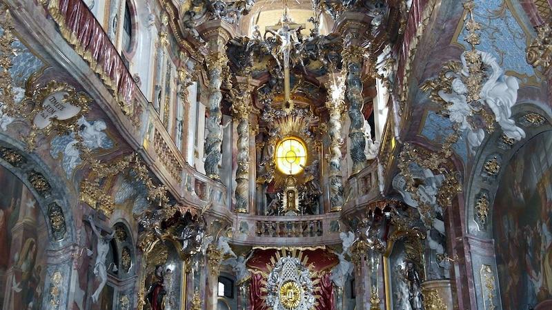 Die Merkmale des Barock-Architektur sind prunkvolle Bauelemente.