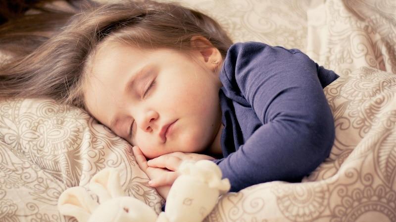 Kurze Gute-Nacht-Geschichten: Diese helfen Ihrem Kind beim Einschlafen