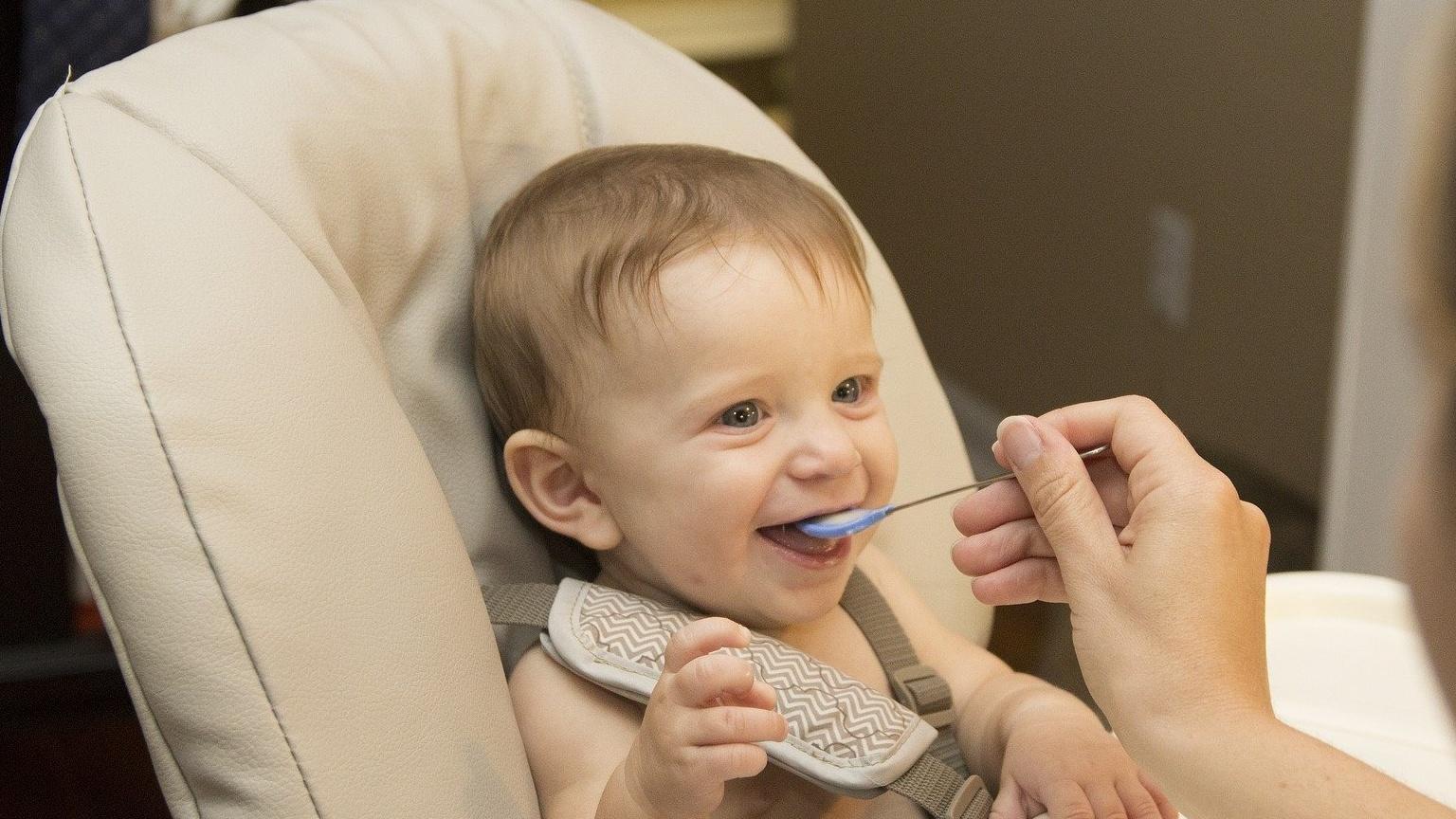 Ein Abendbrei ist die richtige Beikost für Ihr Baby.