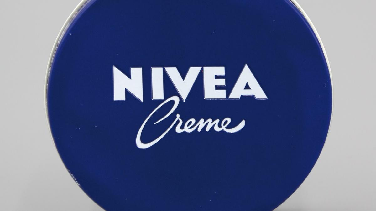 Die Marke Nivea und die Creme aus der Metalldose gehören zu den bekanntesten und beliebtesten Produkten des Herstellers Beiersdorf.