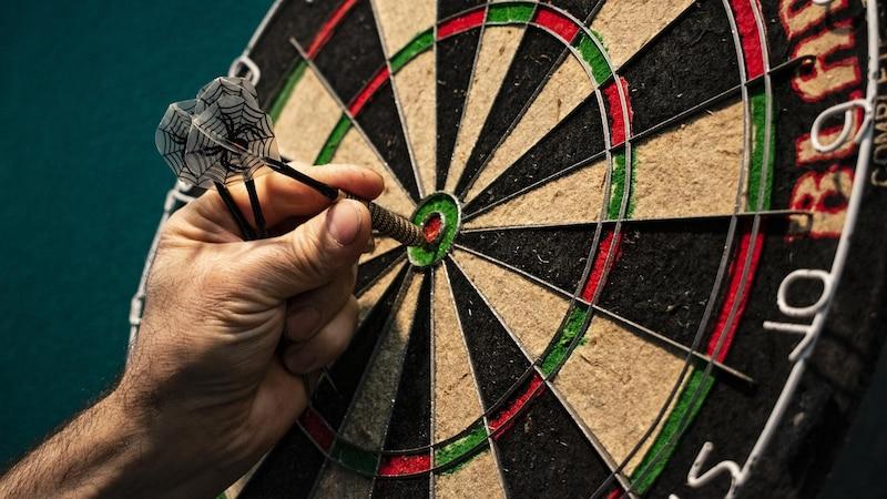 Dart: Der richtige Abstand zwischen Scheibe und Spieler