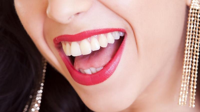 Die Ursachen von eingerissenen Mundwinkeln sind vielfältig.