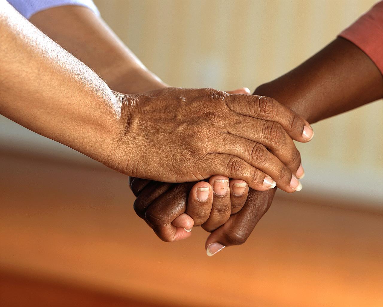 Köperkontakt hat starke Auswirkungen - sowohl auf die Psyche, als auch auf den Körper.