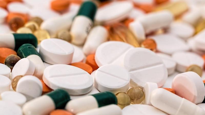 Die Wechselwirkungen von Ibuprofen können das Risiko für Nebenwirkungen erhöhen.