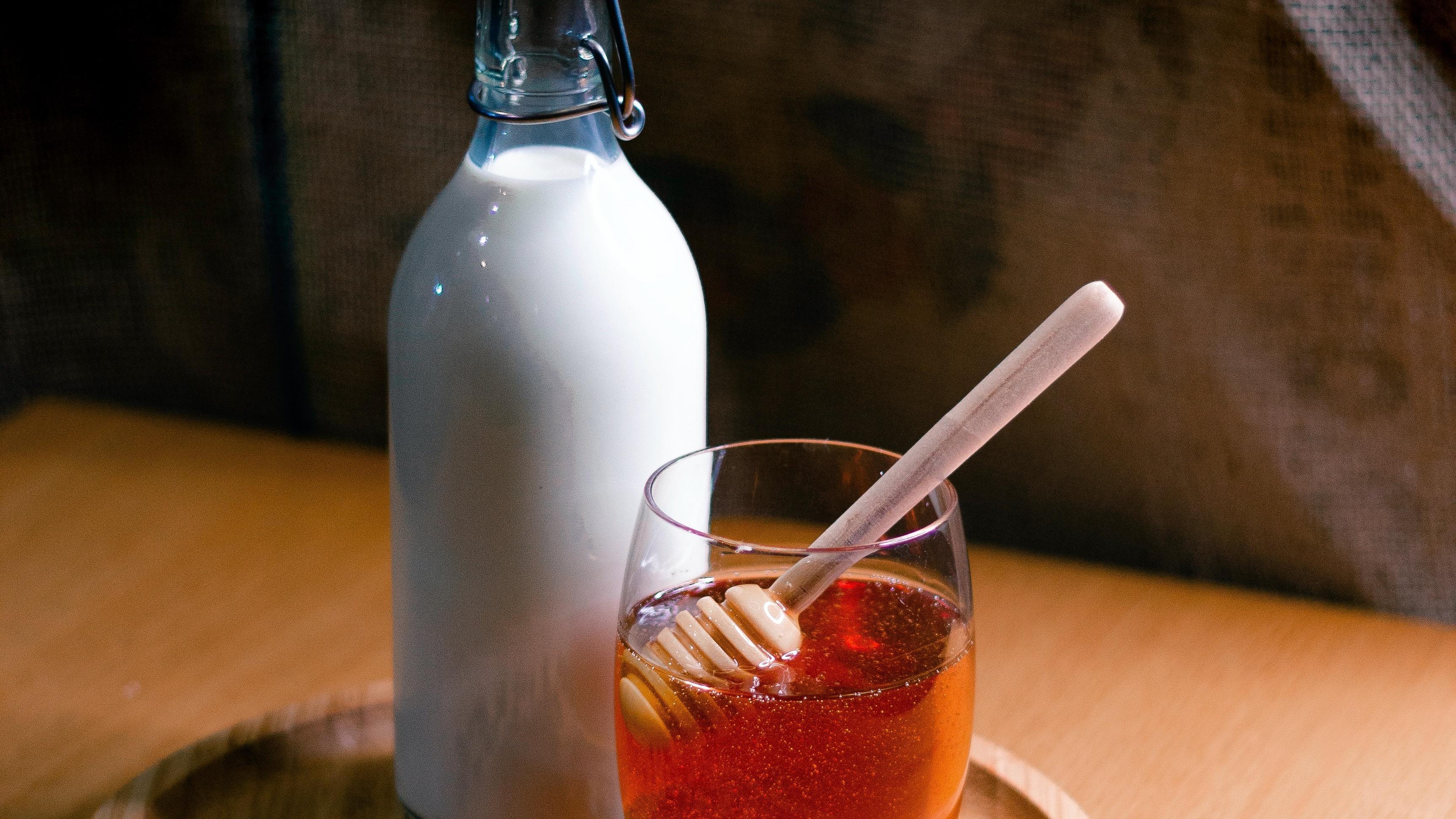Heiße Milch mit Honig: Lecker und gesund