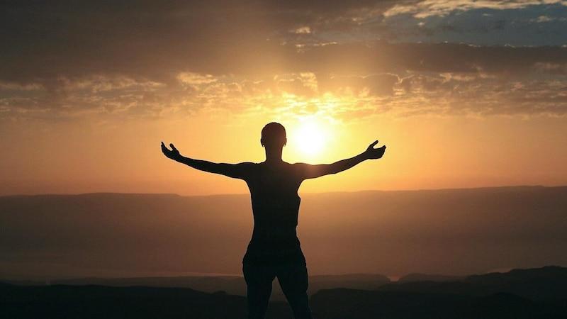 Dankbarkeit und die Wertschätzung von Schönheit gelten in der Positiven Psychologie als wertvolle Tugenden