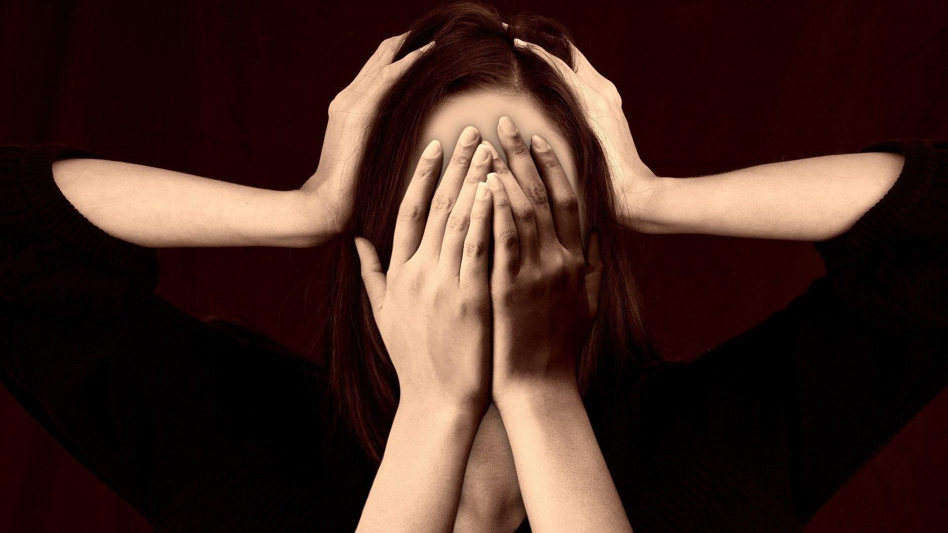 Hochsensible Menschen haben eine besonders starke Reaktion auf äußere Einflüsse und empfinden Emotionen stärker.