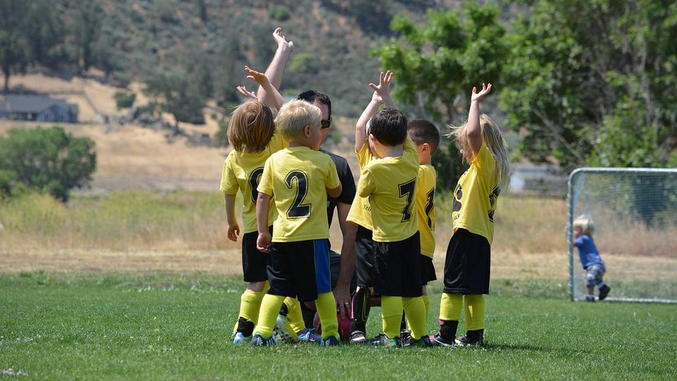 Es gibt viele Sportarten, die für Kinder geeignet sind.