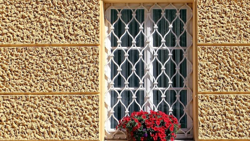 Fenstergitter befestigen - so wird Ihr Fenster sicher