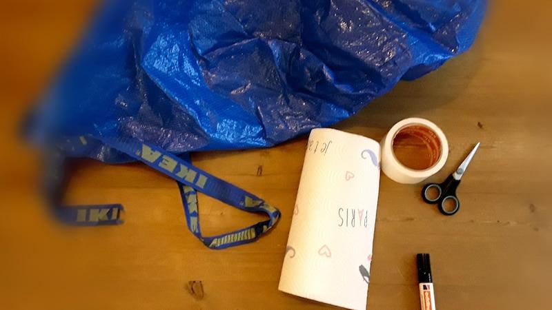 Einfaches und schnelles Kraken Kostüm aus einer Ikea Tüte.