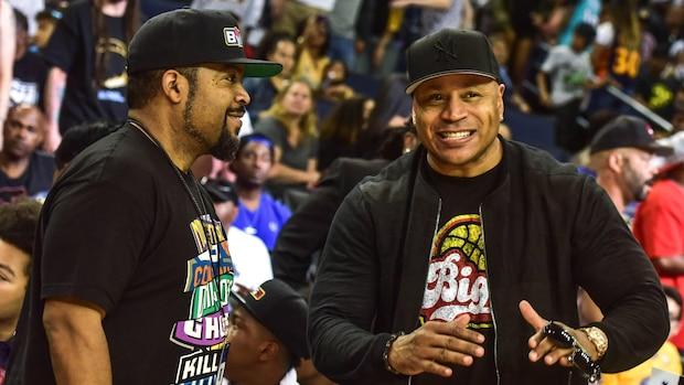 Ice Cube (l.) und LL Cool J beim Basketball