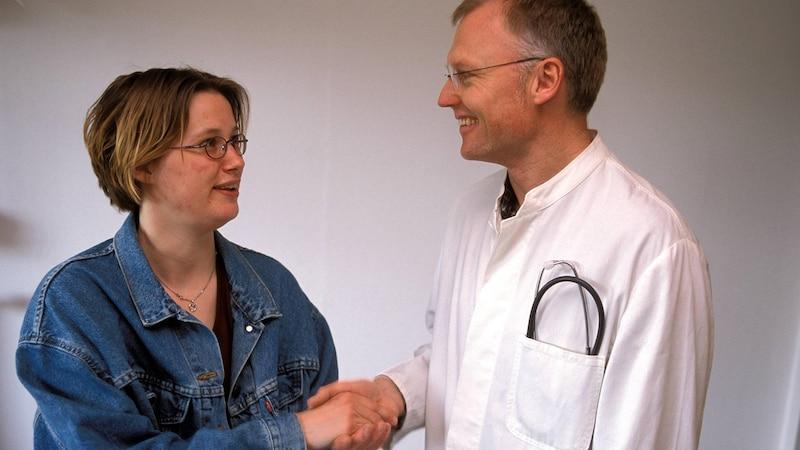 Zweifeln Sie an der Diagnose eines Arztes, dürfen Sie eine zweite ärztliche Meinung einholen auf Kosten der Krankenkasse.