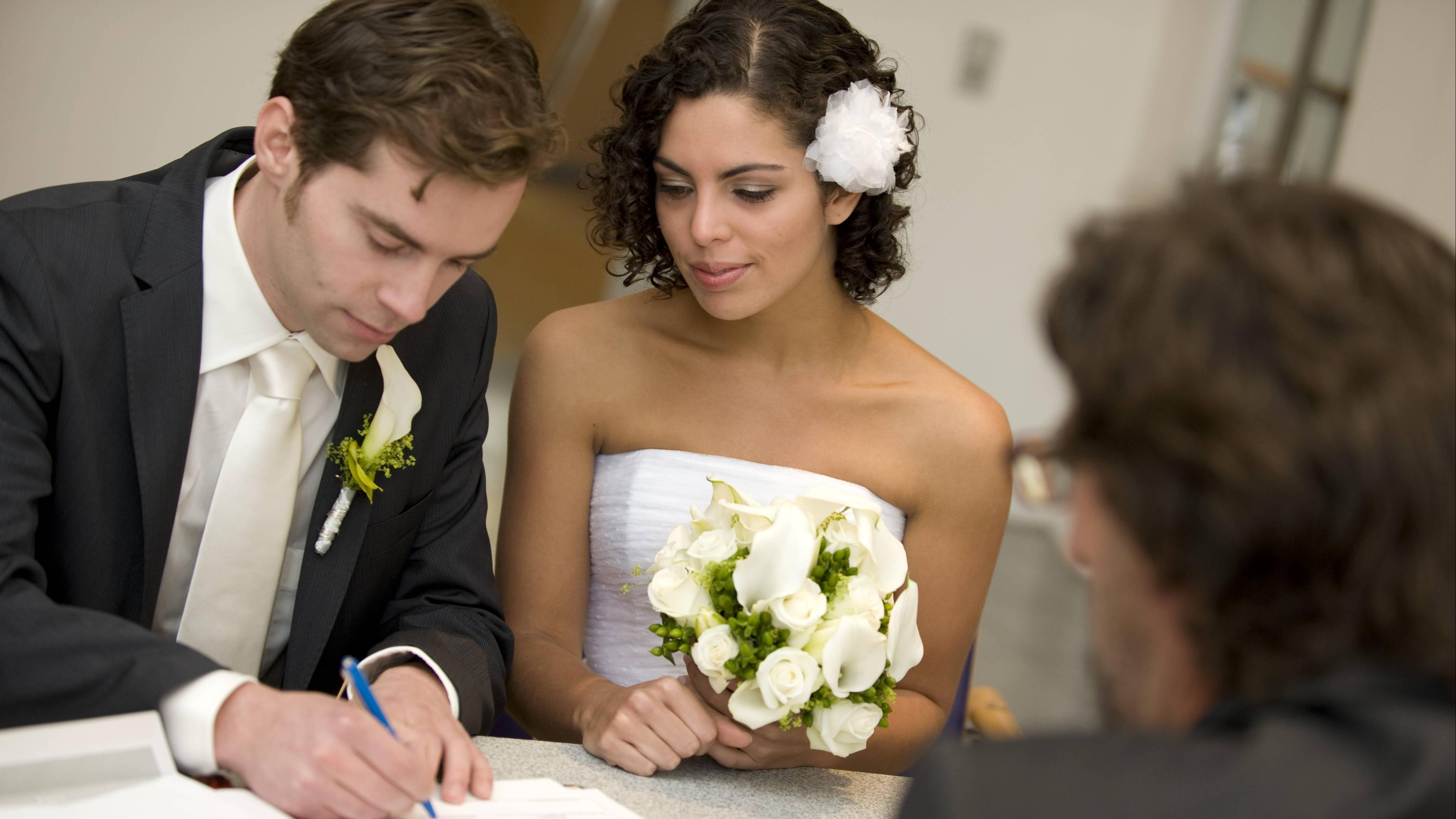 Auf dem Standesamt zu heiraten, bedarf der Planung.