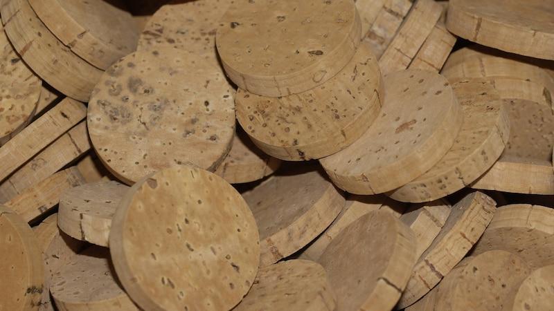 Kork auf Holz kleben: So klappt's