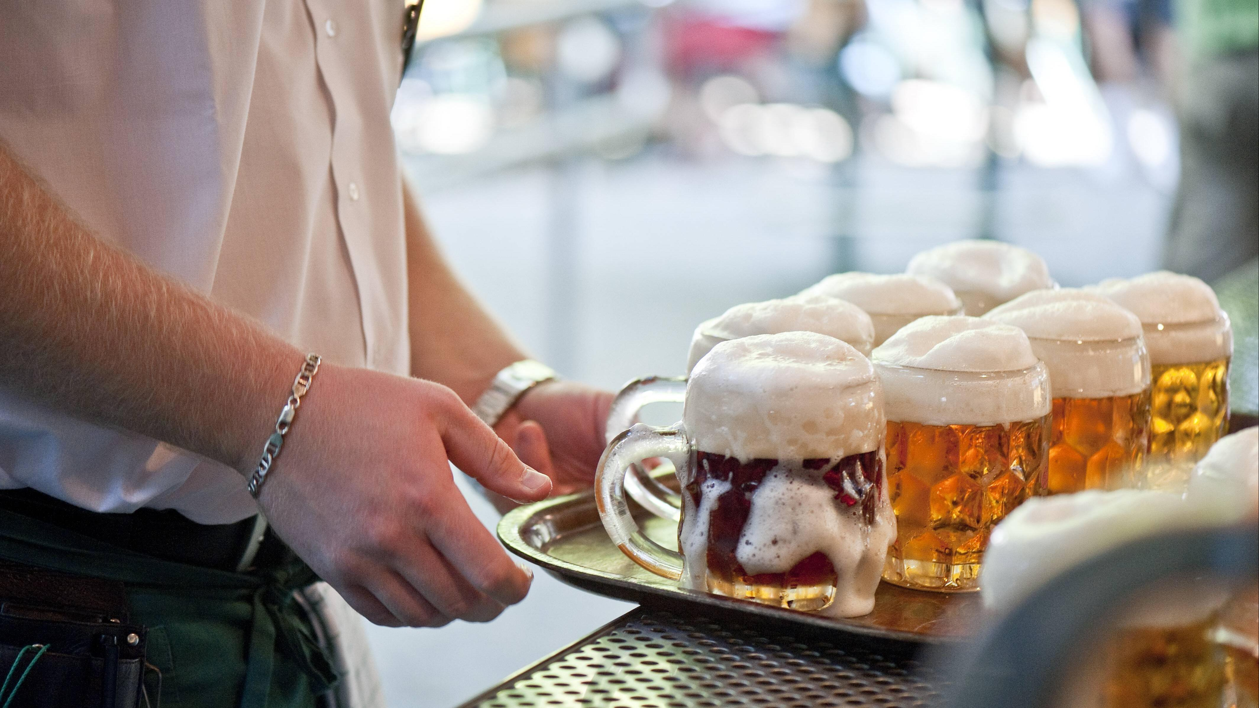 Mit polnischen Trinksprüchen können Sie sich in Restaurants und Bars schnell Freunde machen.