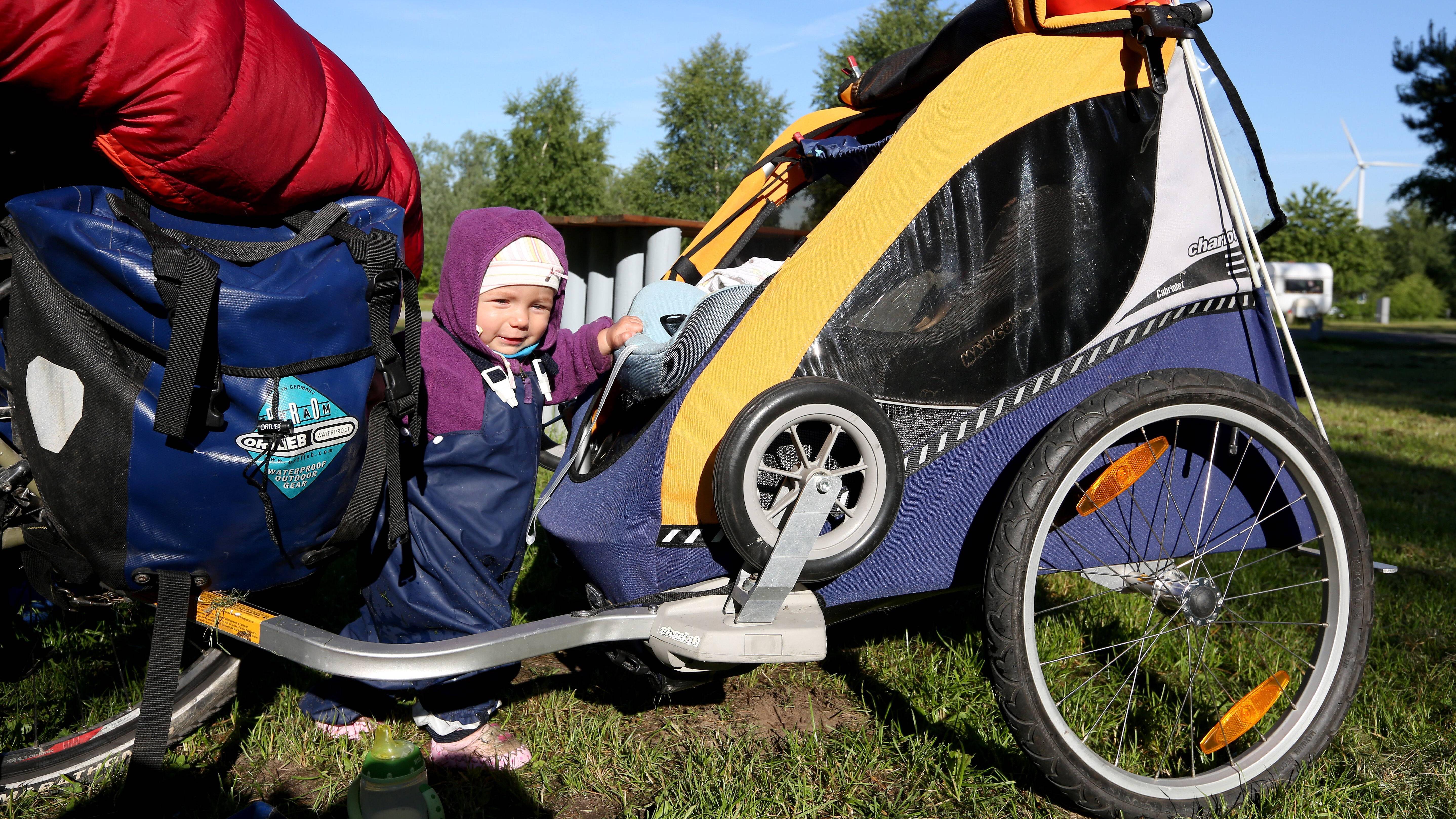 Das Montieren einer Anhängerkupplung am Fahrrad bietet Ihnen viele Vorteile.