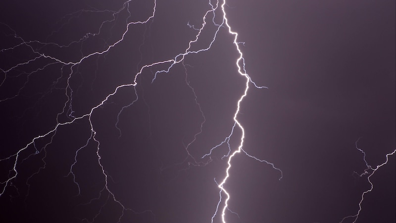 Elektrischer Schlag: Das steckt hinter dem kleinen Stromschlag