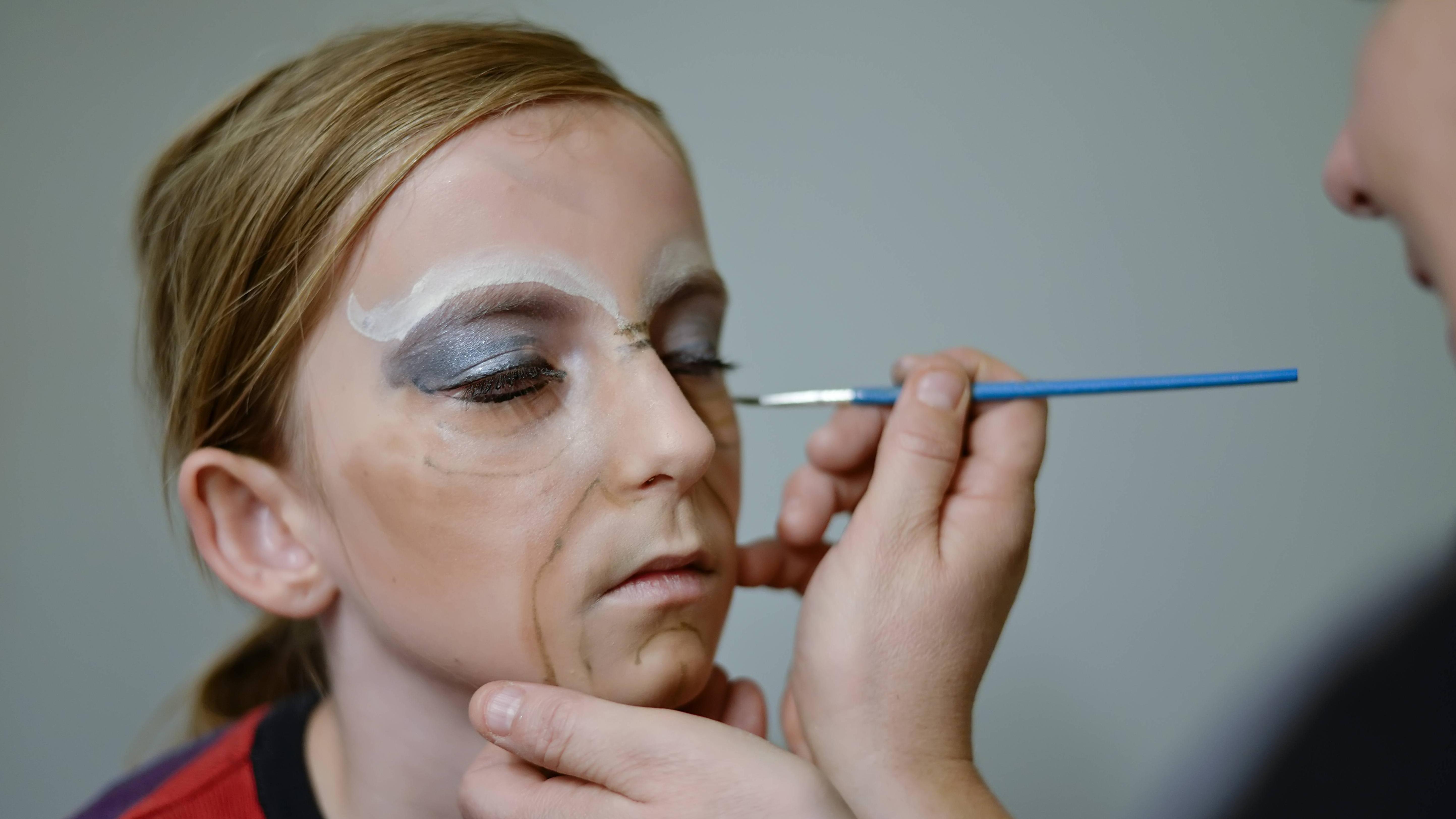 Halloween: Gesicht schminken - die besten Tipps