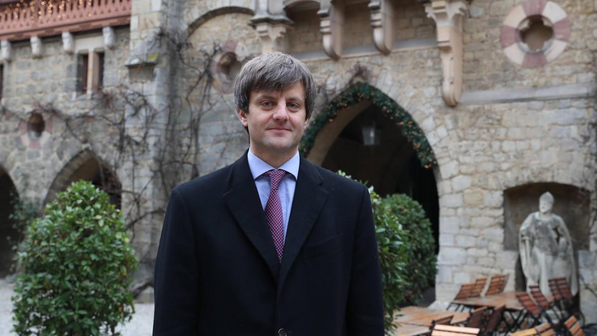 Ernst August junior 2018 vorm Schloss Marienburg