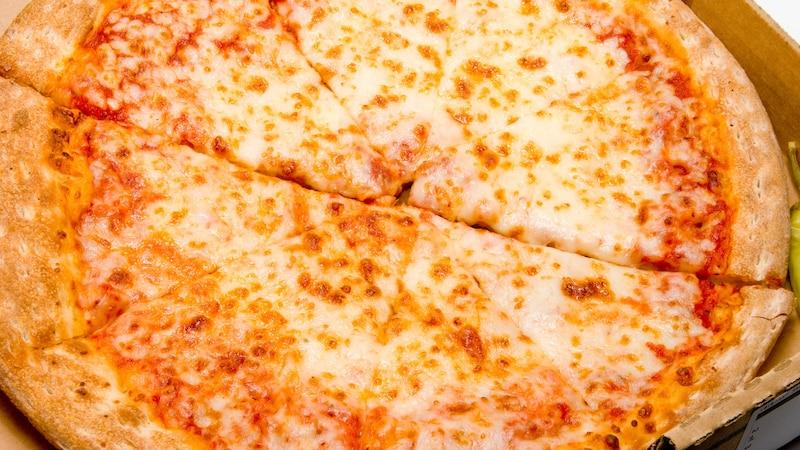 Die Pizza hält sich auch noch im Kühlschrank frisch.