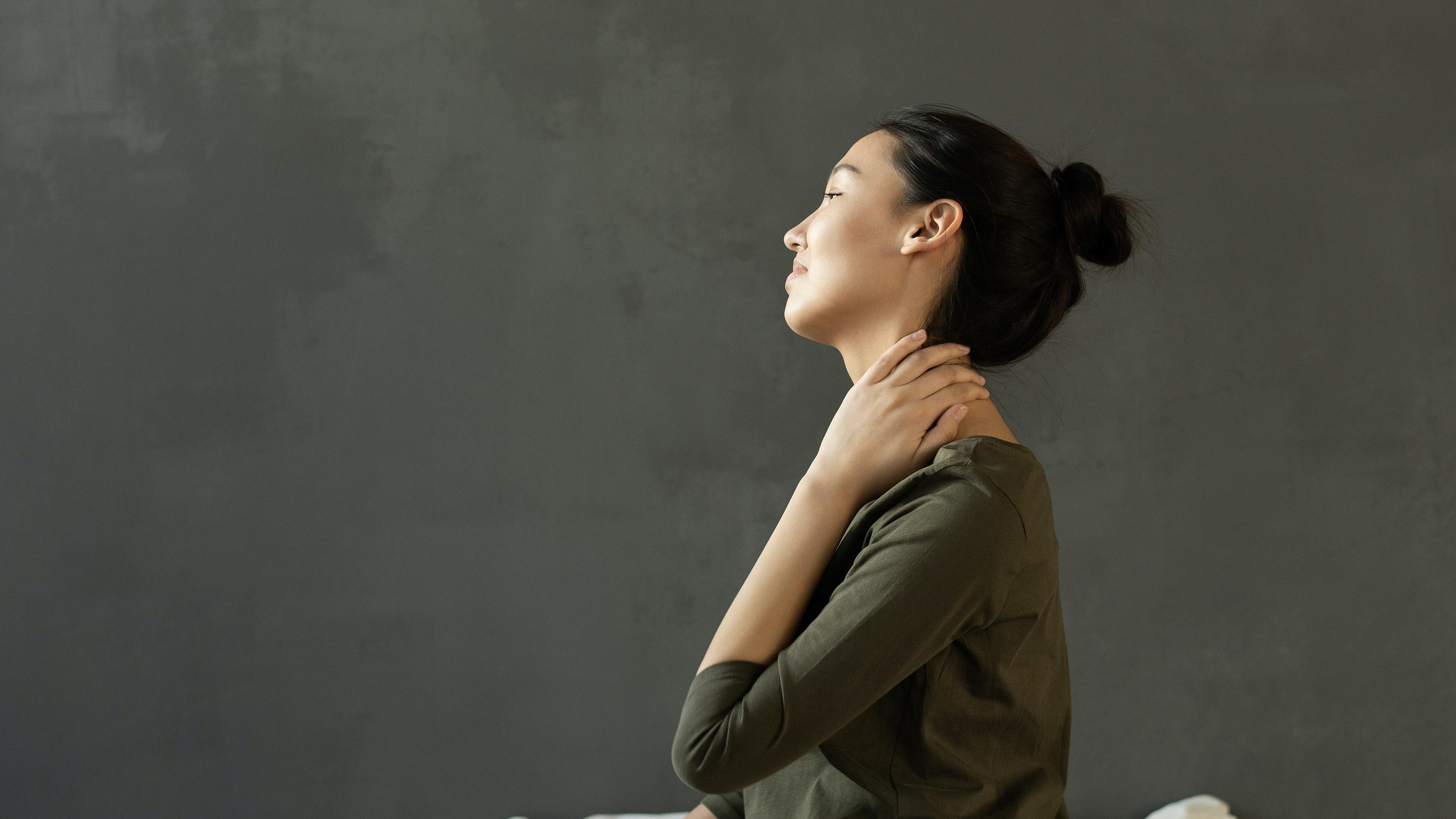 Wie der Ausschlag am Hals am besten behandelt wird, hängt von der Ursache des Hautausschlags ab.