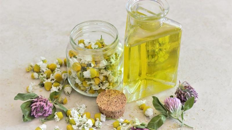 Das richtige Gesichtsöl für trockene Haut pflegt und schützt Ihre Haut.
