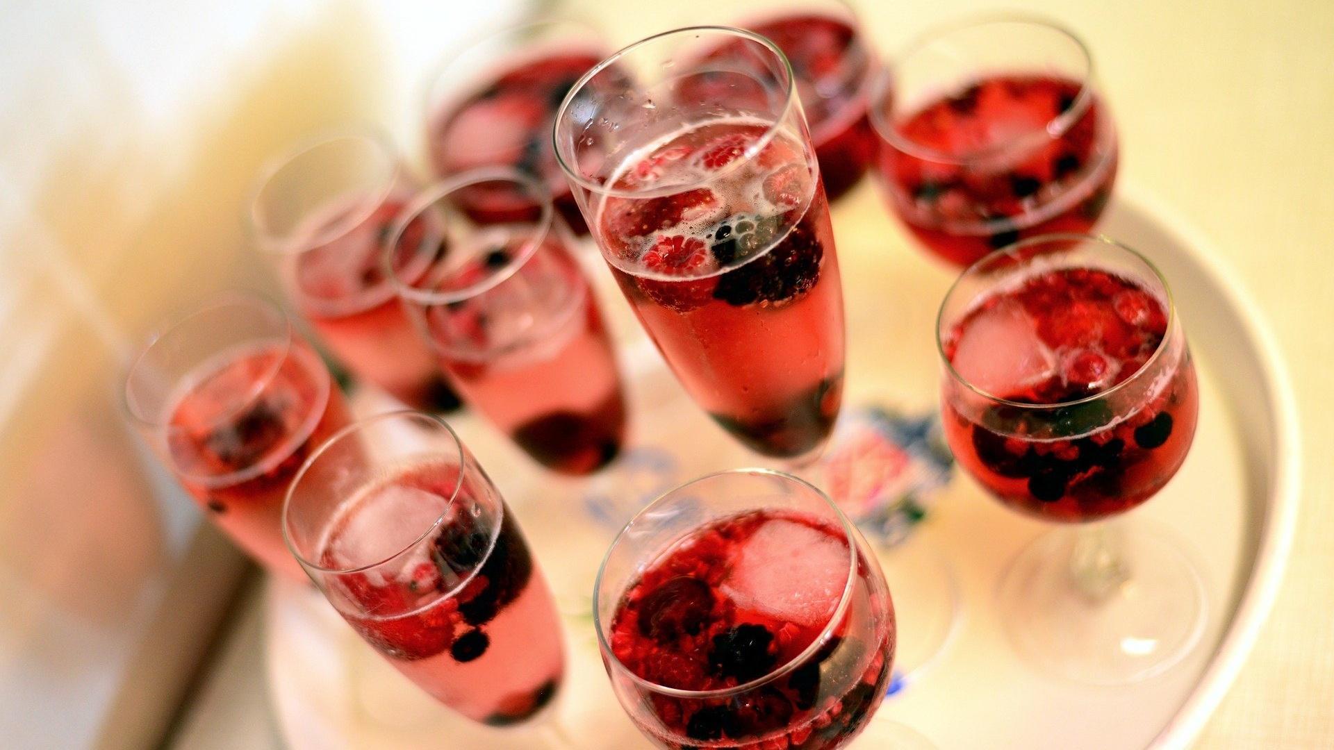 Mit einer Flasche Sekt wird Ihr Mädelsabend zum echten Hit.