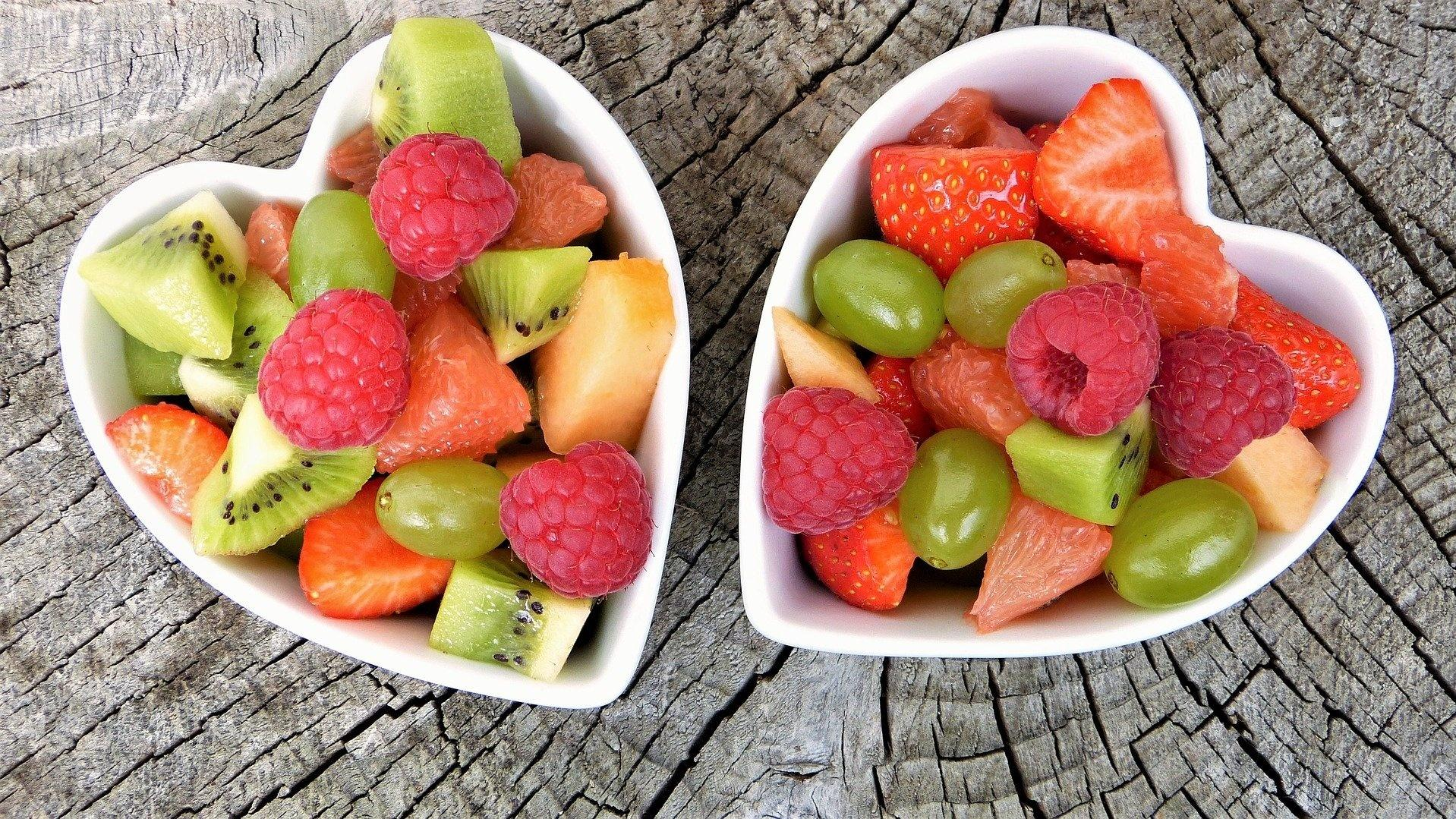 Essen Sie Ihr Obst mit Joghurt, um Ihren Zahnschmelz zu schützen.