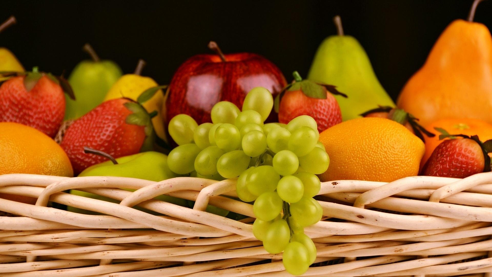 Nicht jedes Obst eignet sich für Diabetiker - Äpfel und Birnen sind gut, bei Weintrauben sollten Sie aufpassen.
