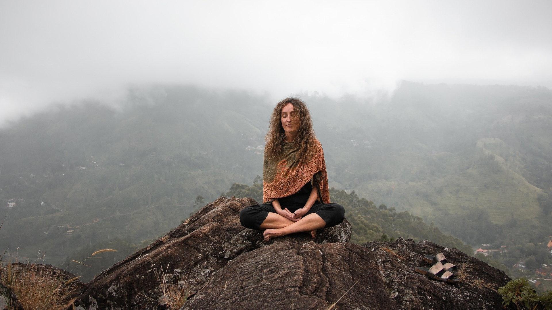 Die Ho'oponopono-Meditation ist ein altes, hawaiianisches Ritual, bei dem um Vergebung gebeten wird.