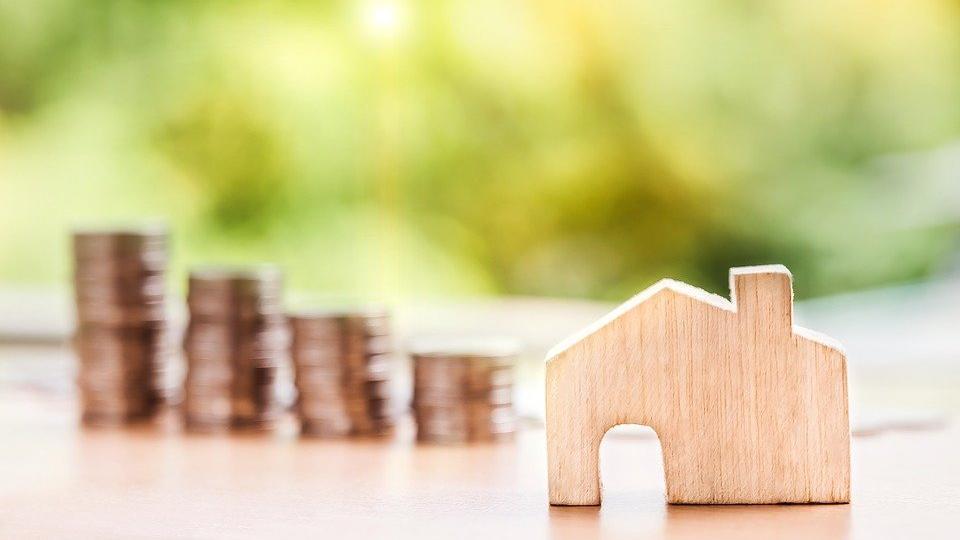 Auch wer ein eigenes Haus besitzt, hat weiterhin laufende Kosten zu bestreiten.
