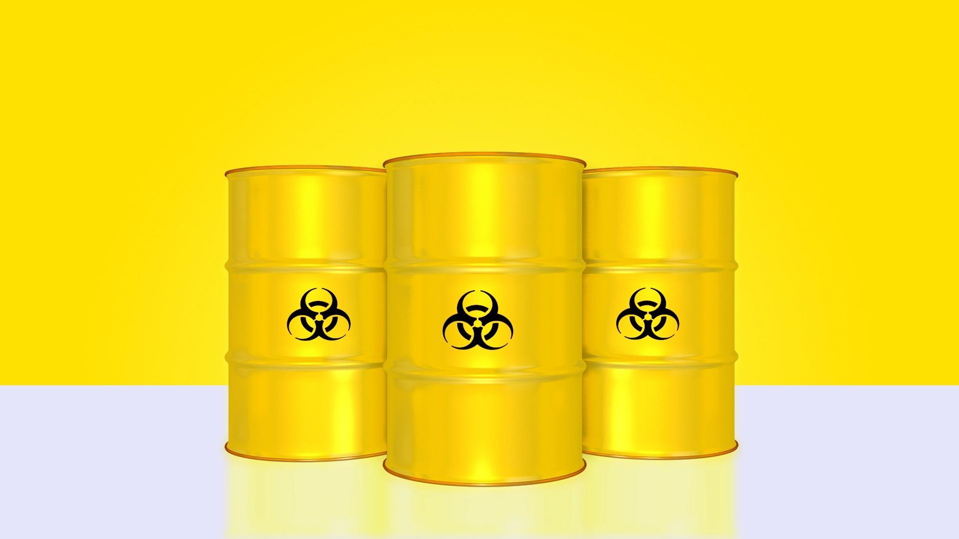 Einfach erklärt: Bei der Kernspaltung zerfallen Atome unter Freisetzung radioaktiver Strahlung in kleinere Atome.