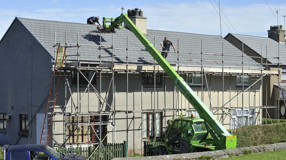 Wenn Sie ein Haus sanieren möchten, sollten die einzelnen Schritte gut durchdacht sein.