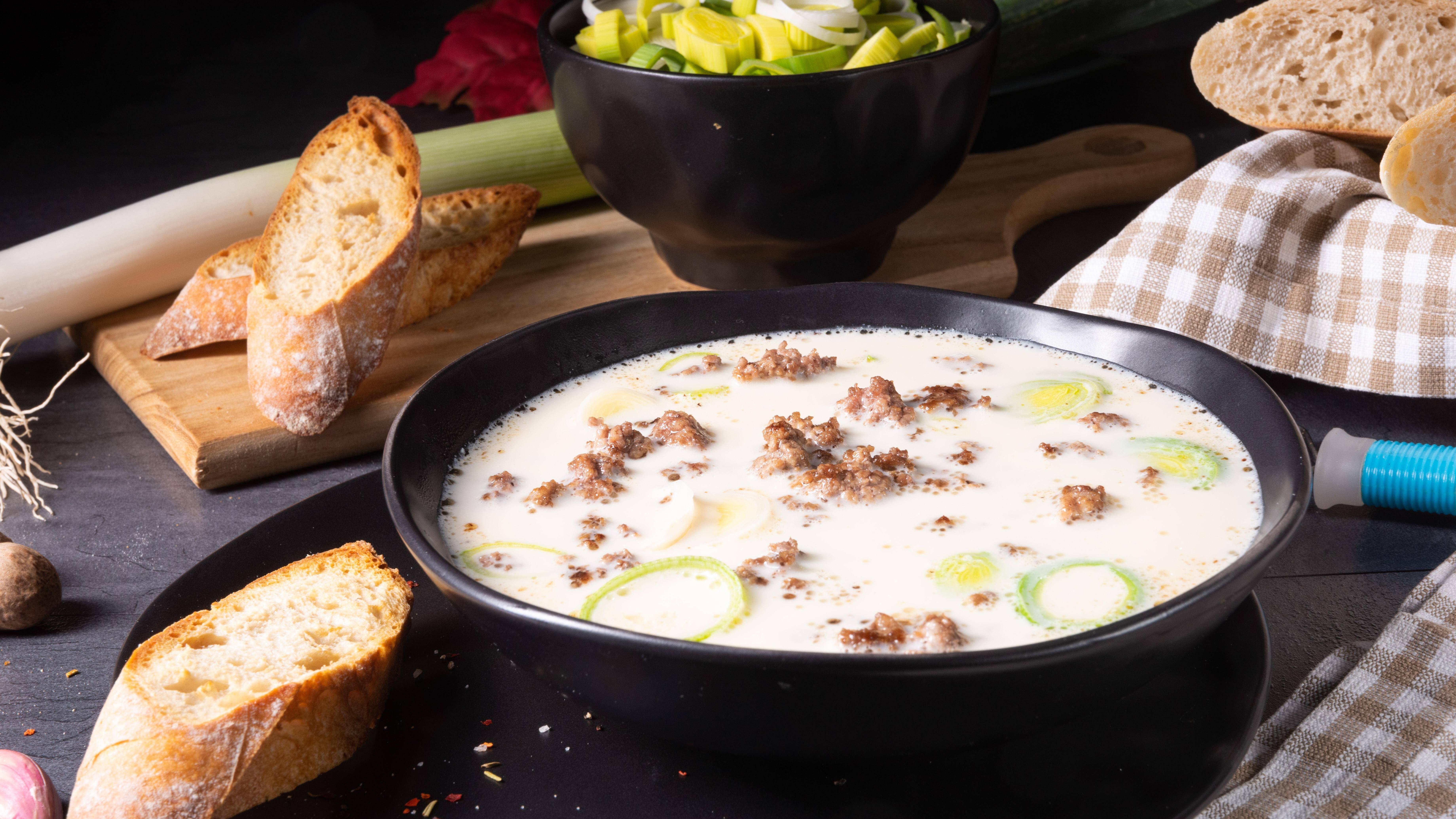 Eine Käse-Lauch-Suppe können Sie problemlos einfrieren.