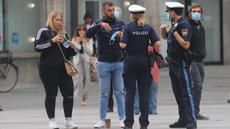 Masken-Kontrolle in München: Bei einer Pandemie hat der Staat bestimmte Möglichkeiten entgegenzuwirken
