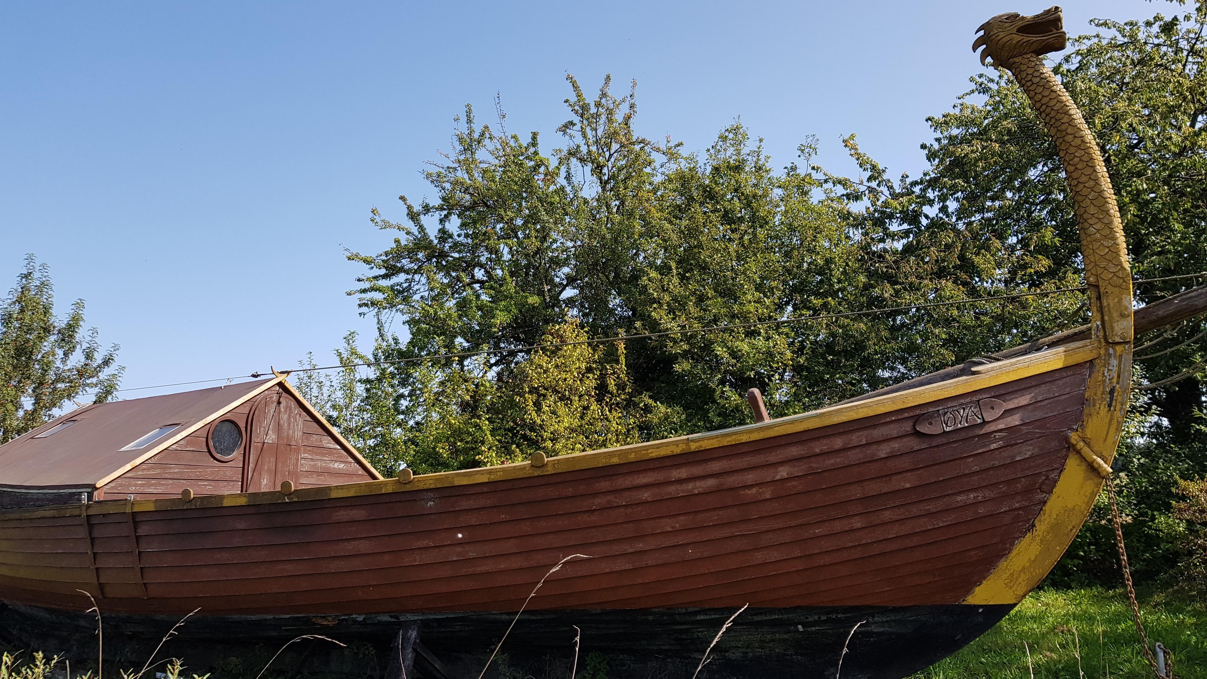 Im Adventon Histotainment Park kann man dieses Drachenboot besuchen und bestaunen.