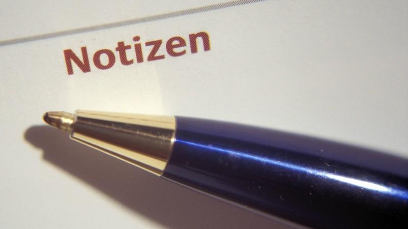 Stellen Sie sich vor, den Namen einer Person auf ein Blatt Papier zu schreiben.