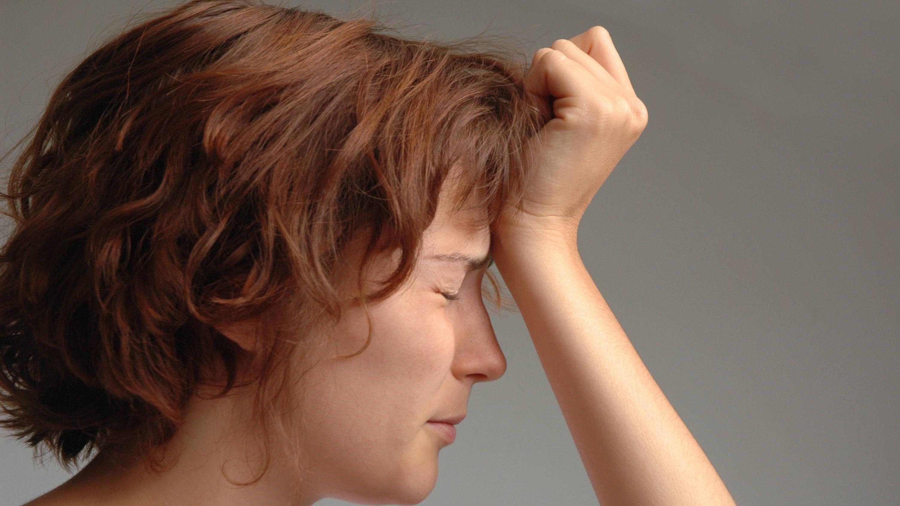 Das klassische Anzeichen für Migräne sind starke Kopfschmerzen.