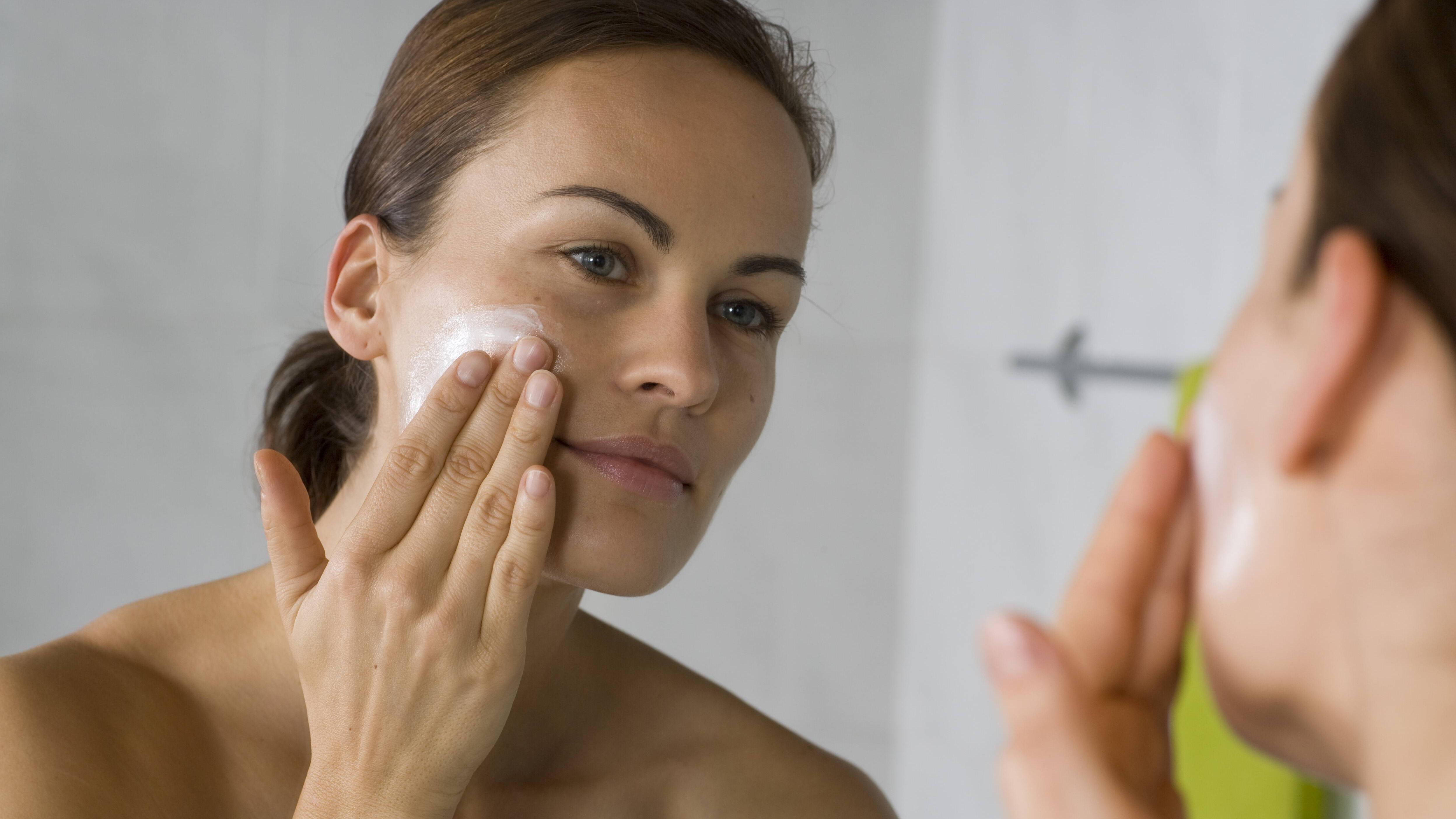 Regelmäßige Pflege fördert die Durchblutung und verbessert das Hautbild.