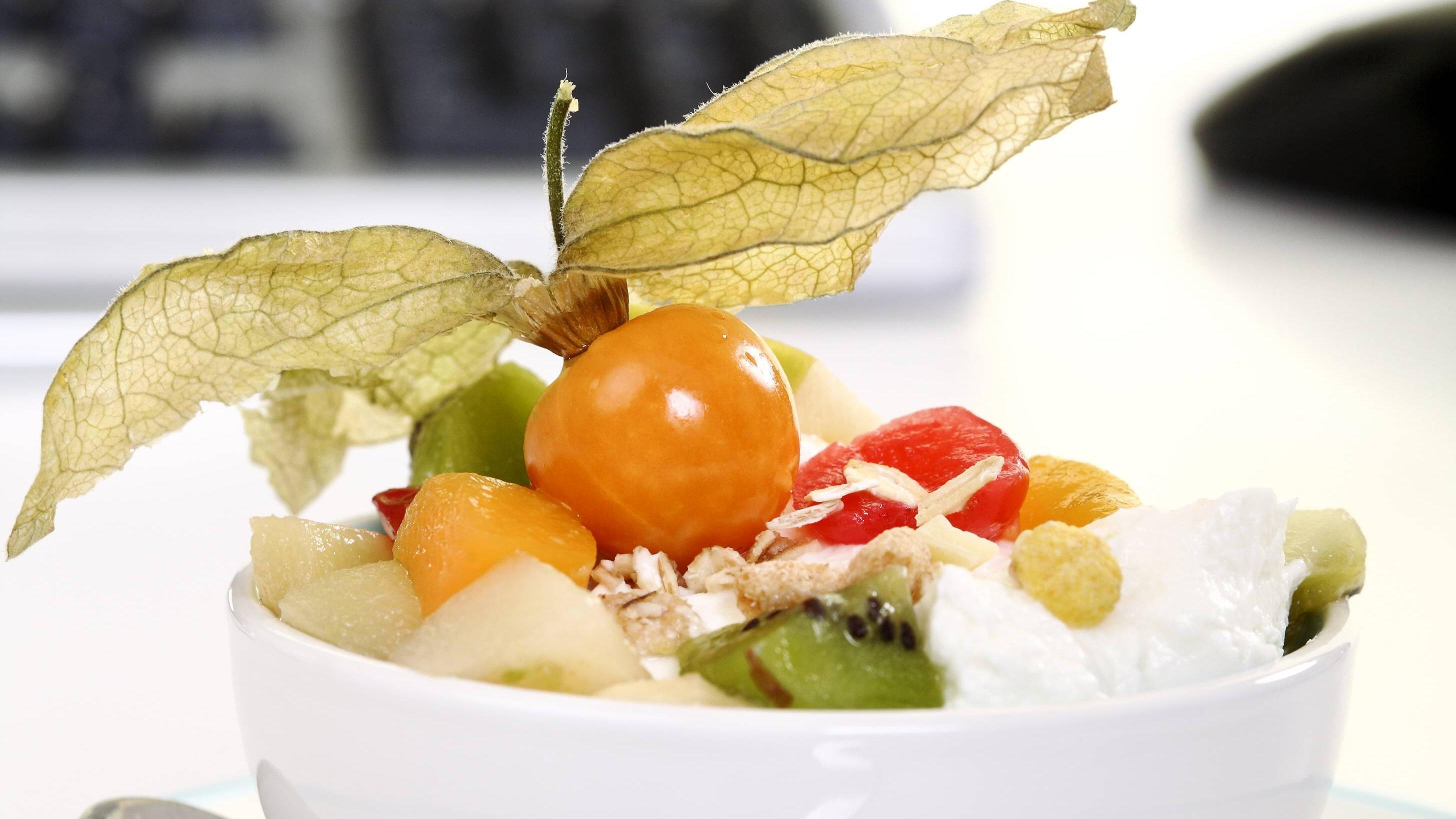 Kauen Sie die Mahlzeiten gut und lange durch  und nehmen Sie sich bewusst Zeit zum Essen, auch auf dr Arbeit.