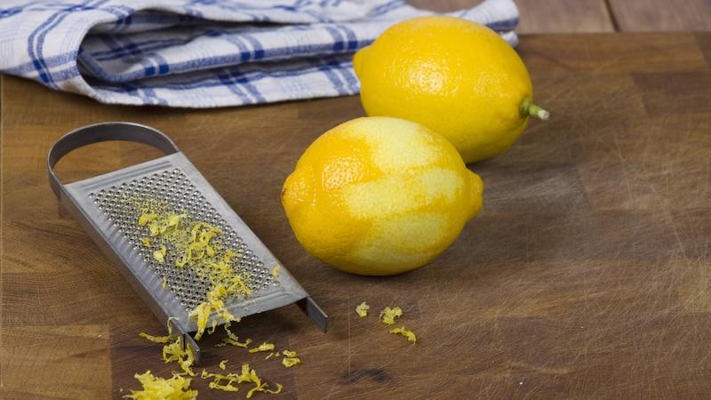 Zitronenschale trocknen - wir zeigen Ihnen wie es geht und worauf Sie achten sollten.
