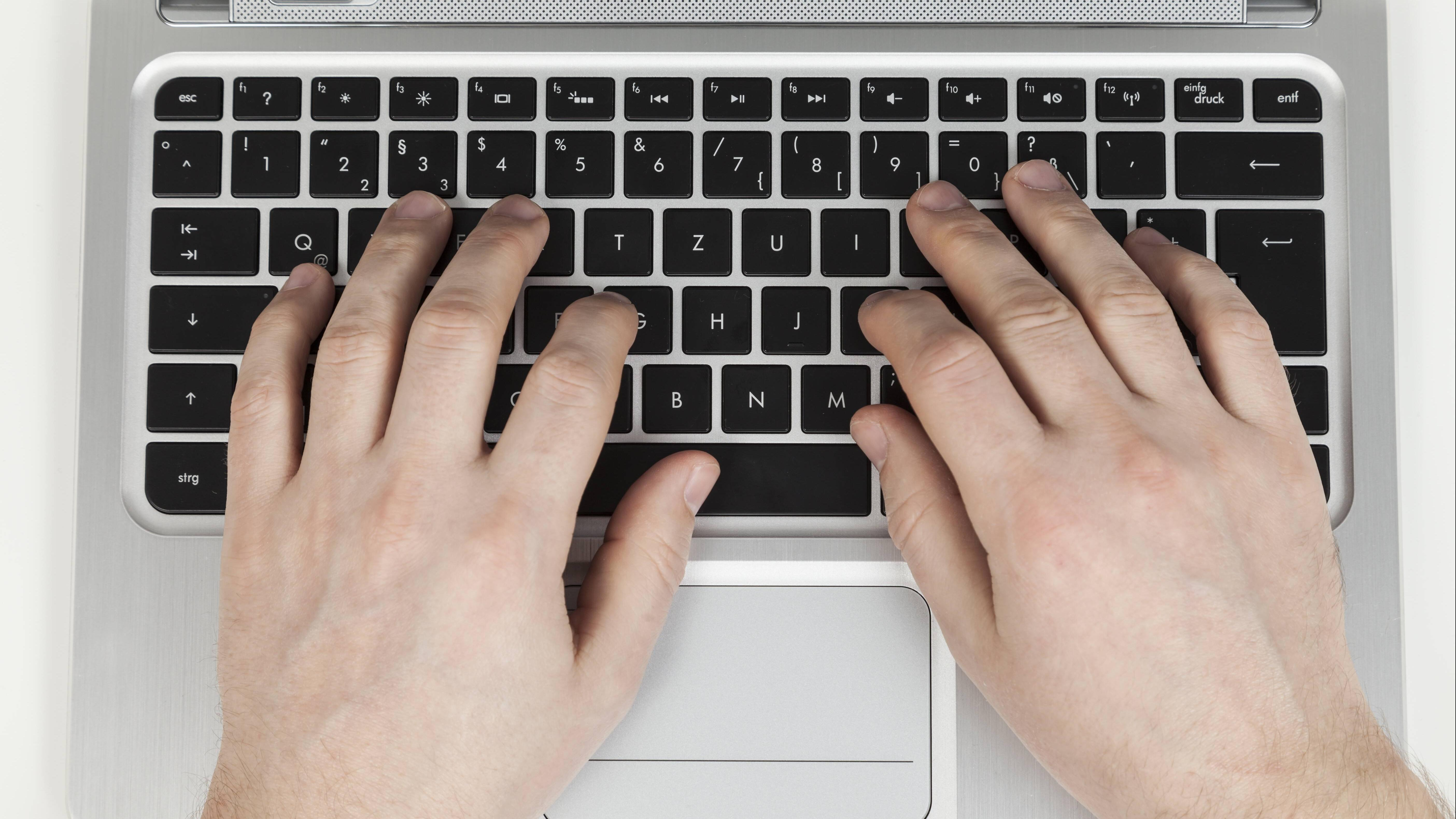 Kreuz-Zeichen auf Tastatur eingeben - so geht's