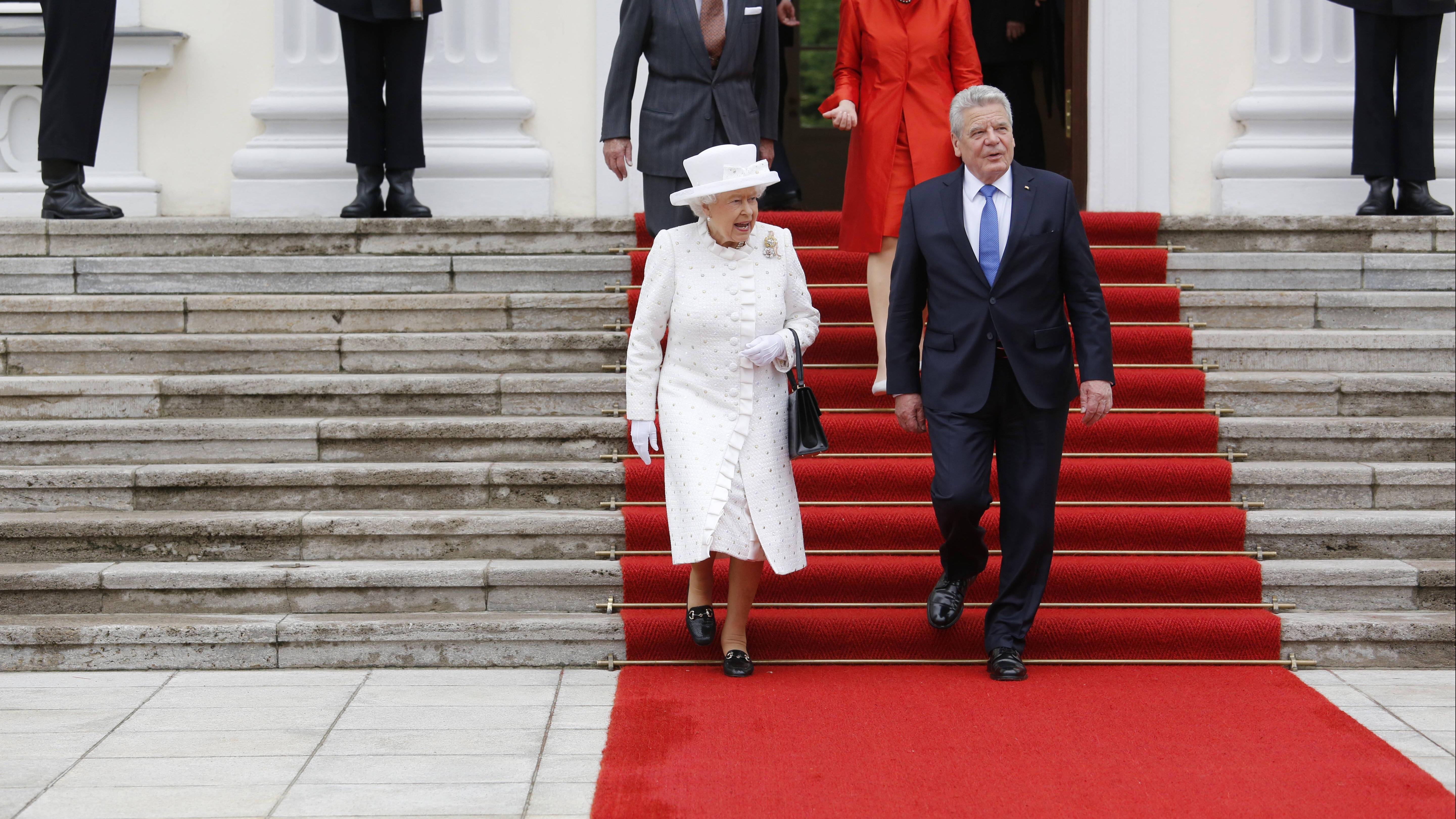 Monarchie: Die Bedeutung liegt in der Alleinherrschaft durch einen König oder eine Königin.