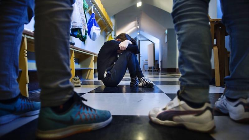 Eltern und Lehrer können etwas gegen Mobbing in der Schule tun.