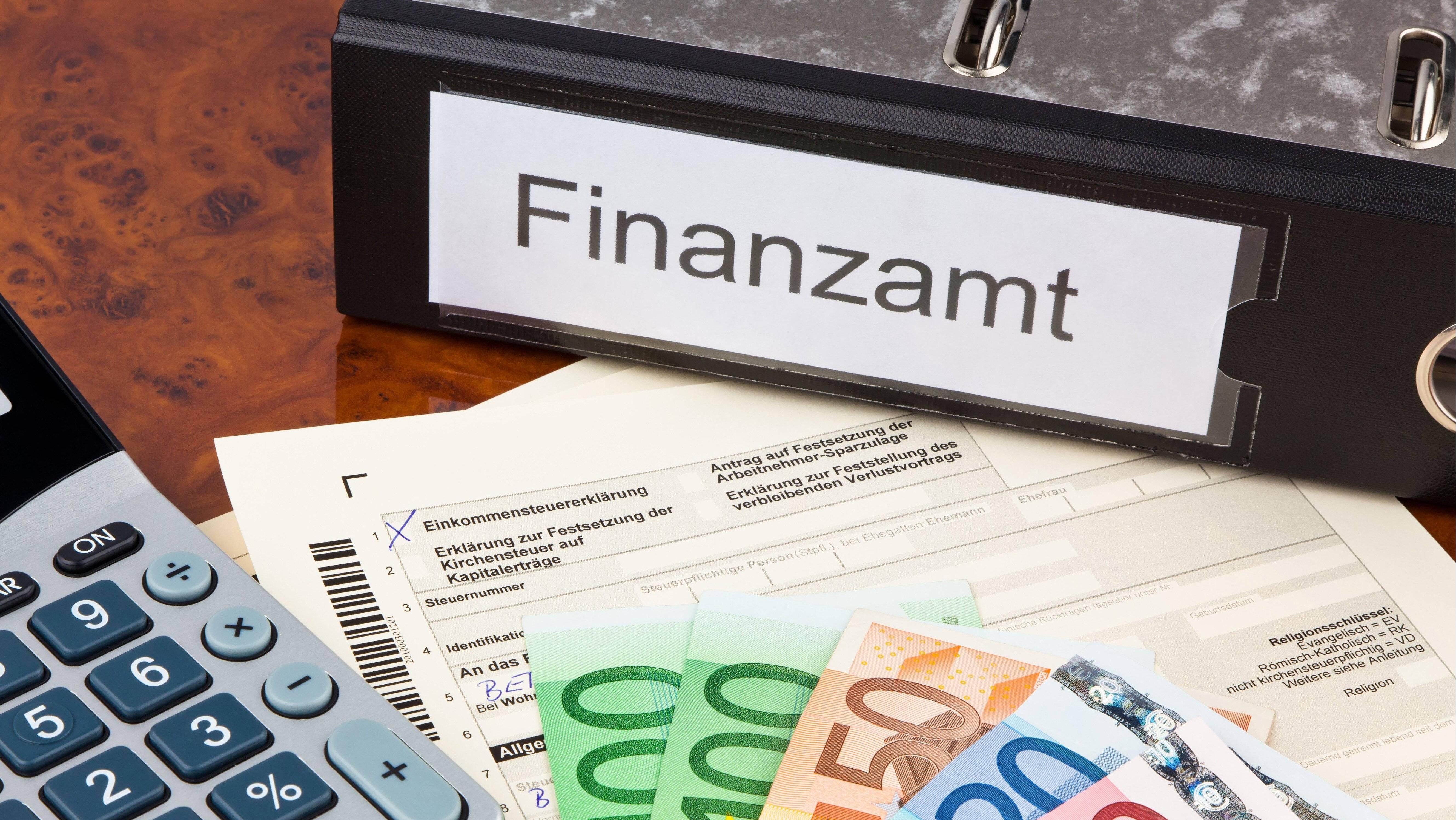 Die Lohnsteuerklasse ändern können Sie per Antrag auf dem Finanzamt.