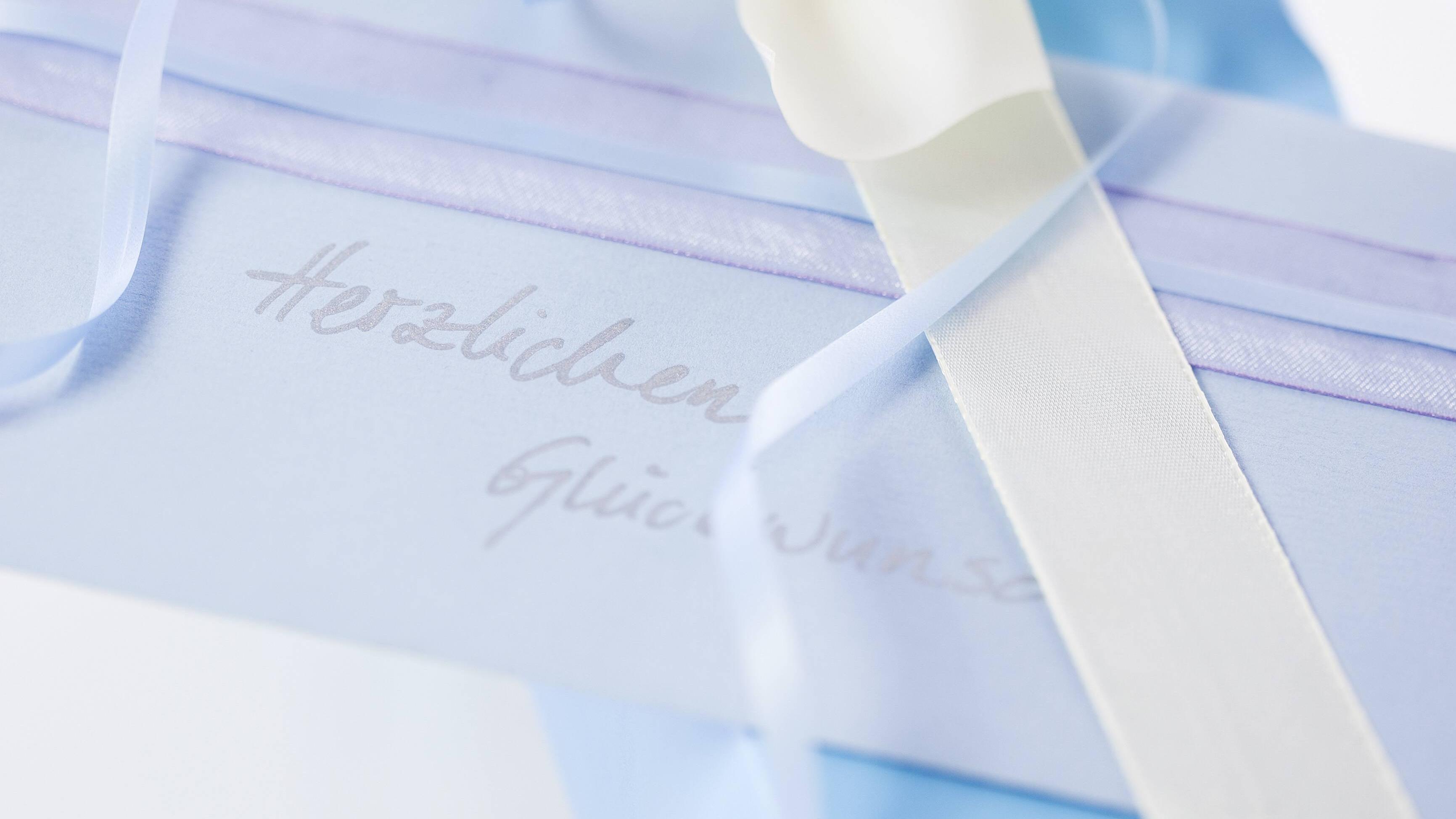 In die Glückwunschkarte zur Jugendweihe können Sie witzige oder inspirierende Sprüche schreiben.