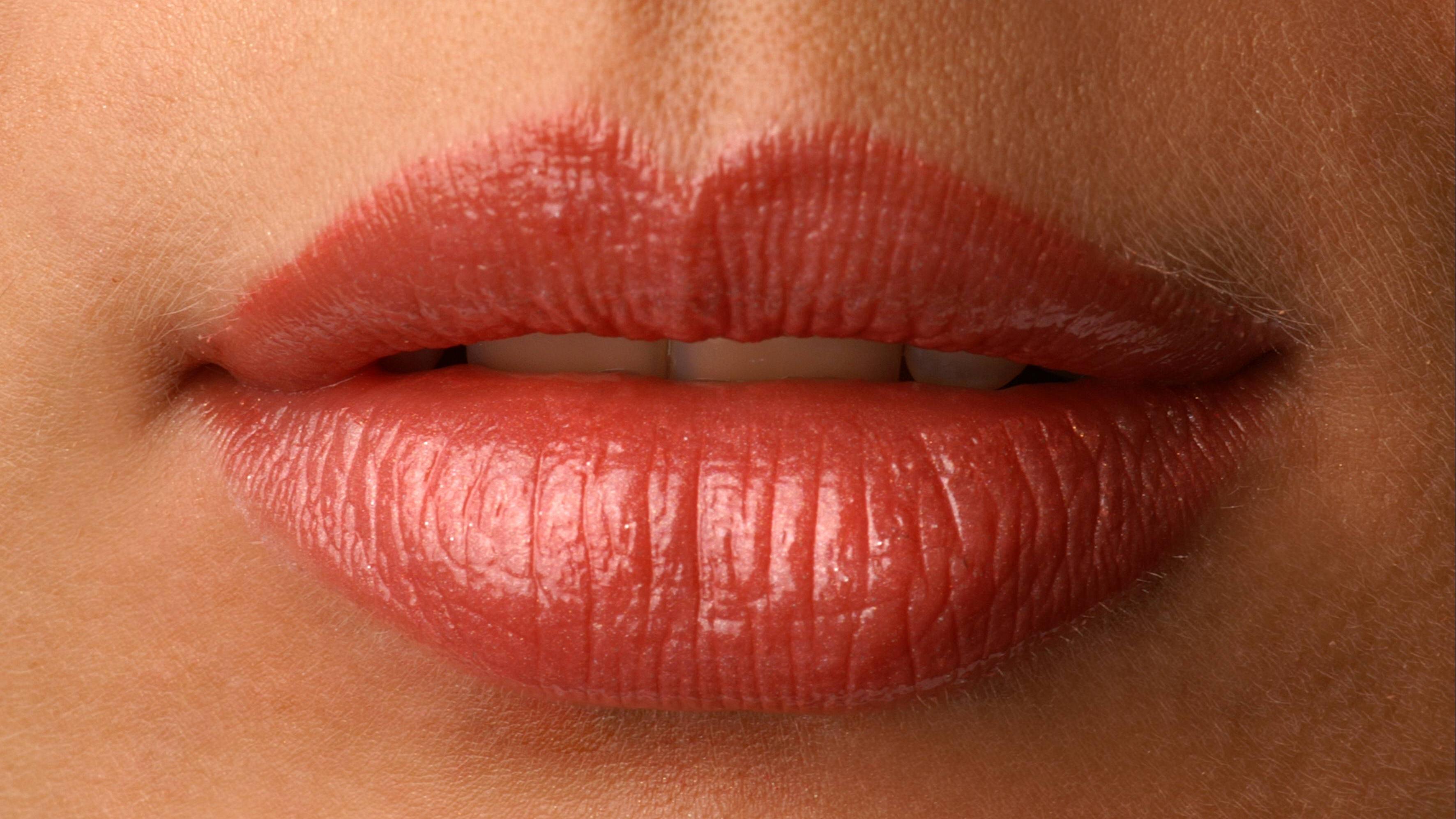 Was hilft gegen geschwollene Lippen? Hausmittel und Tipps