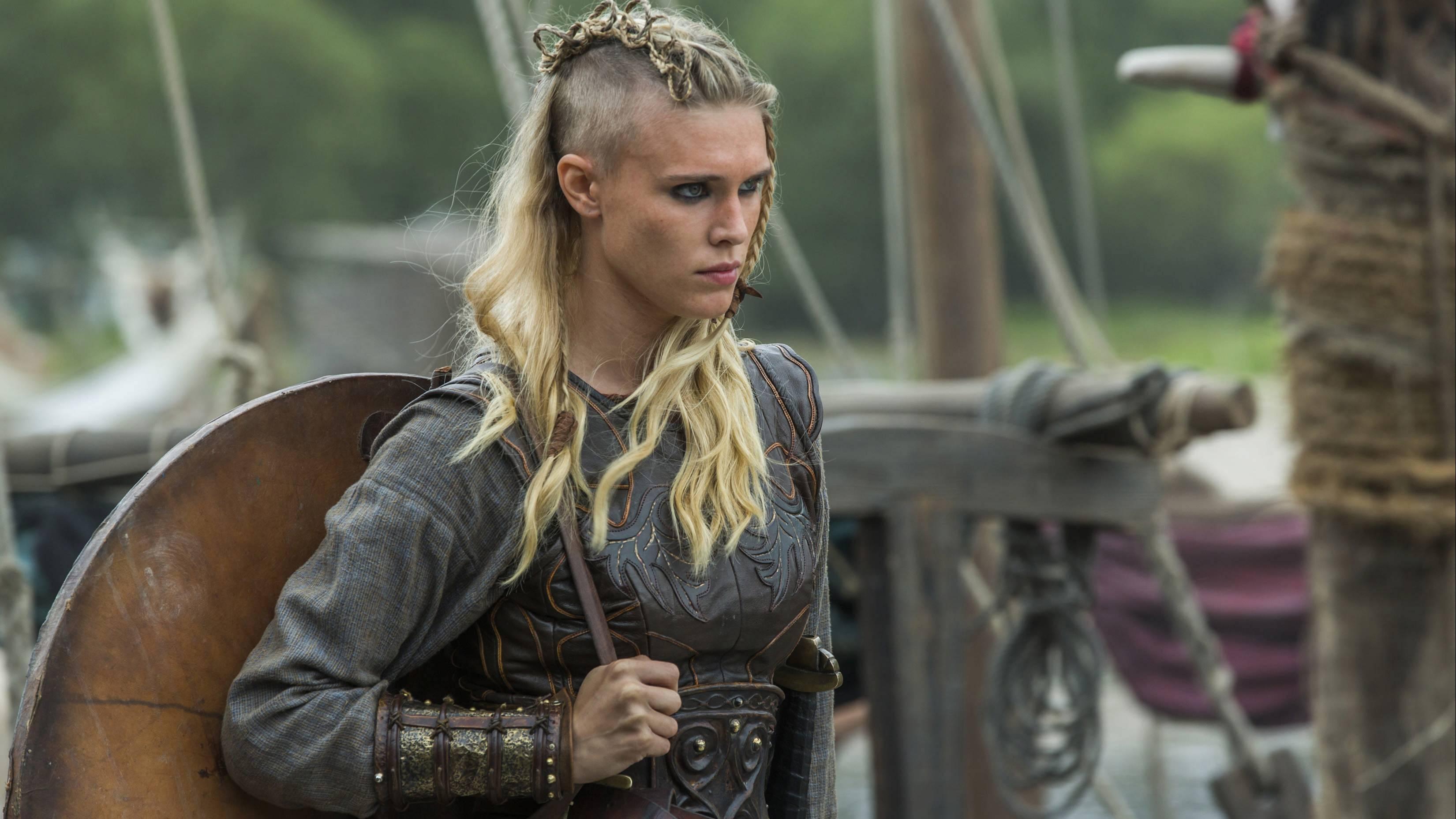 In der TV-Serie Vikings kämpfen Frauen wie Porunn (Gaia Weiss) eifrig mit