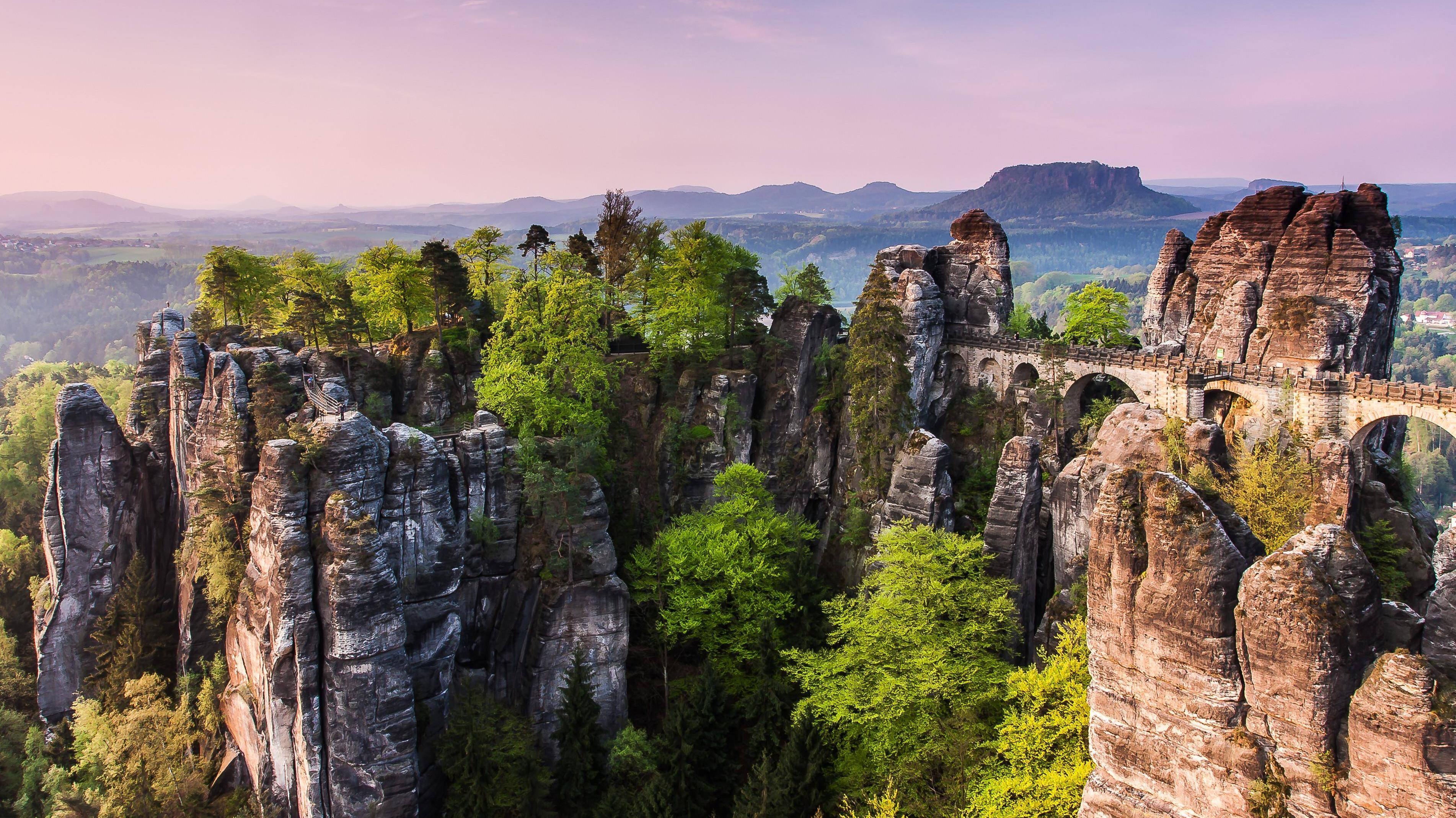 Die Bastei im Elbsandsteingebrige zählt zu den Naturwundern in Deutschland.